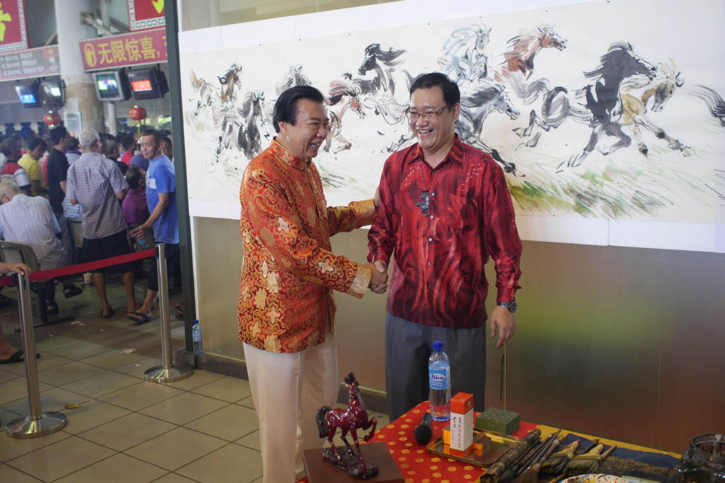 The internationally renowned master of horse painting, James Phua was commissioned by  Tan Sri Richard Cham (Chairman of Selangor Turf Club  & Totalisator Board of Malaysia) to do a 24 feet-Chinese horse painting in conjunction with the Selangor Turf Club's 2014 Chinese New Year Grand Celebration. The horse painting show by Master James Phua was specially broadcasted live to the horse racing clubs in other countries. Tan Sri Richard Cham (Left) giving a warm handshake to the renowned master of horse painting, James Phua after the show. Tan Sri Richard Cham showed his great admiration to James Phua's horse painting.