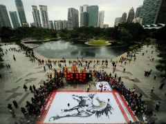 Photos by Arif Kartono: The longest horse painting.