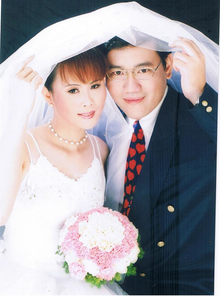 In 2001, Dr.Lee and I got married.