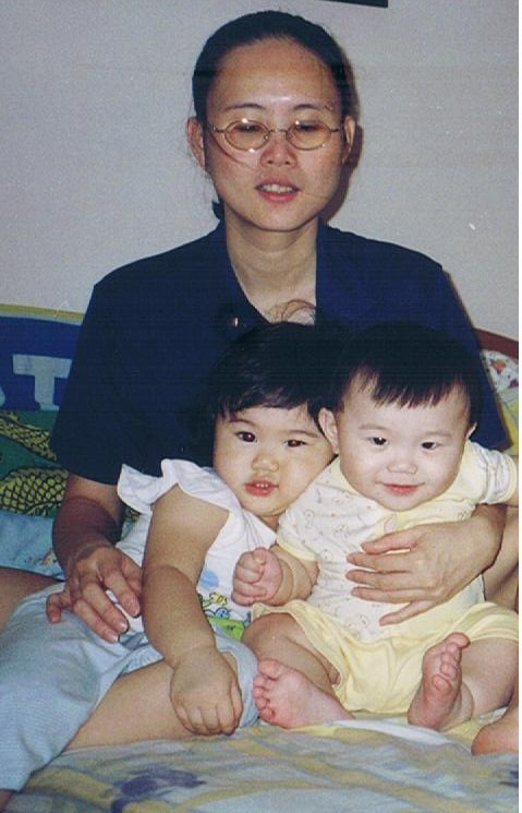 I feel contended that I have a happy family. I had two lovely kids: Sue Qing(my daughter, born in 2002) and Yen Loong (my son, born in 2004)