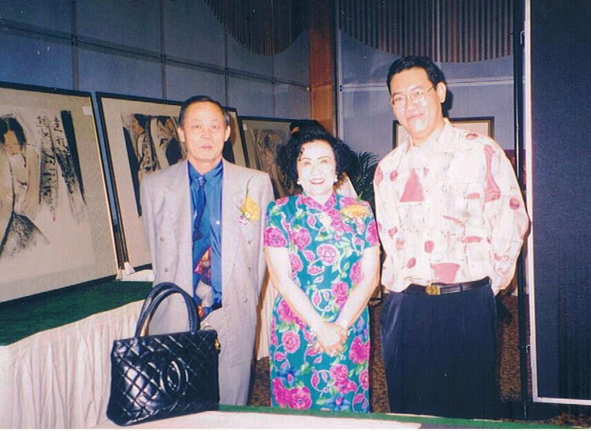 From left: Chung Chen Chuan, President of Malaysian Chinese Ink Painting Association, Puan Seri Yeoh TiongLay(the wife of a top 10 richest Malaysian), and I pictured at one of  many charity art shows that I had participated.