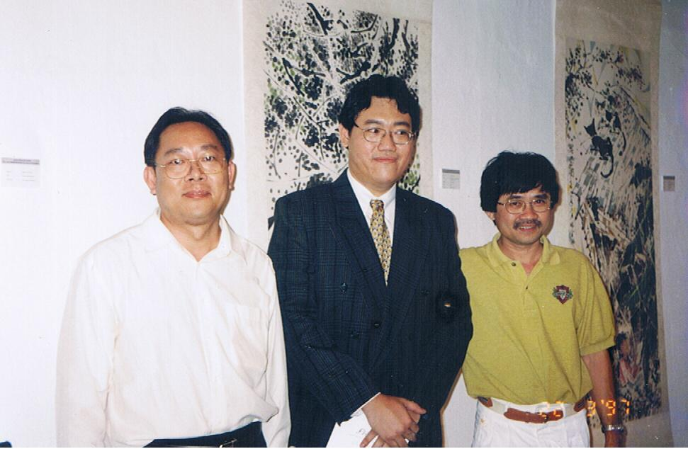 Stanley Lee(right), one of the most established illustrators in Malaysia, attending at one of my art shows.