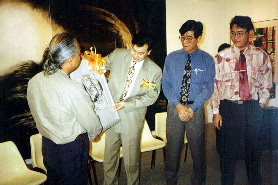 Me(right) , Chairman of the Contemporary Ink Painting Society's art exhibition organizing committees, welcoming Dato' Loke Yuen Yew(second from left),Youth  and Sports Deputy Minister at the Society's art show opening in 1997