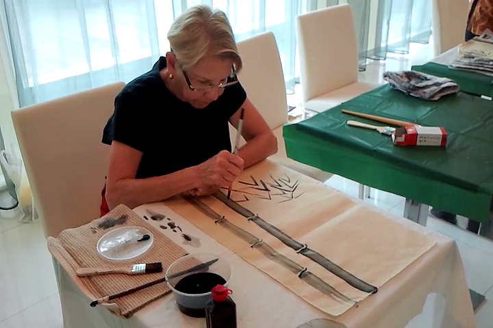 Wallee Leri (USA) learning Chinese painting with James Phua 01