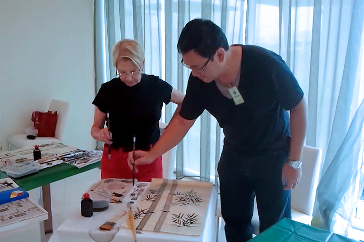 Wallee Leri (USA) learning Chinese painting with James Phua 02