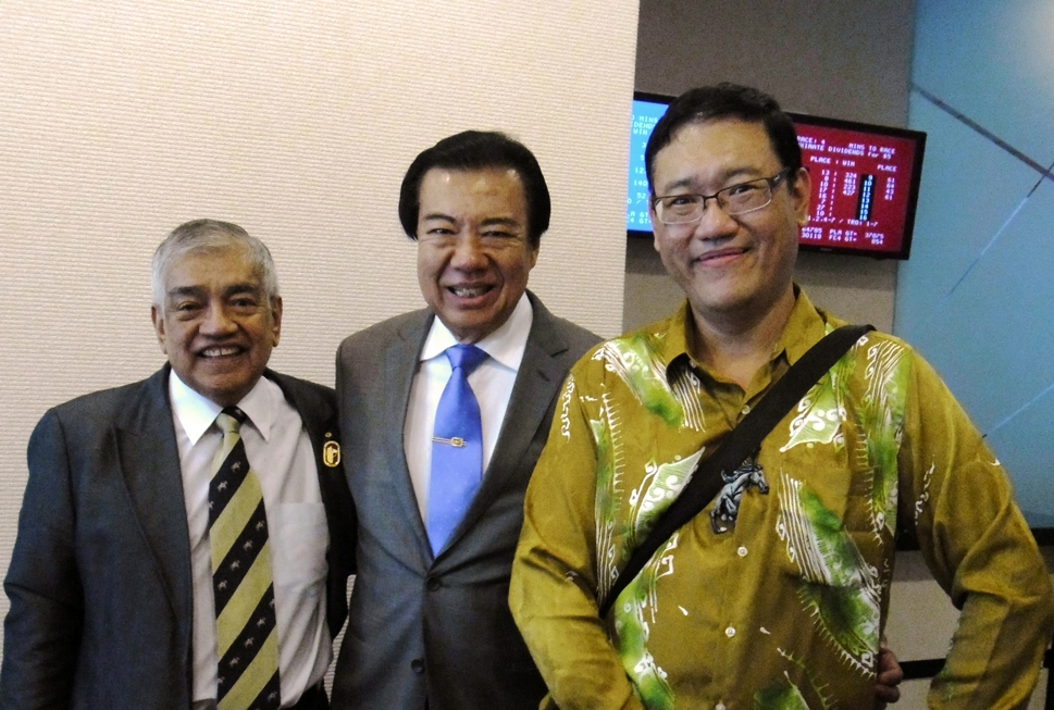 From left:  YAM Tunku Dato' Seri Shahabuddin (Immediate Past Chairman of Selangor Turf Club), Tan Seri Richard Cham (Chairman of Selangor Turf club ,STC) and James Phua.