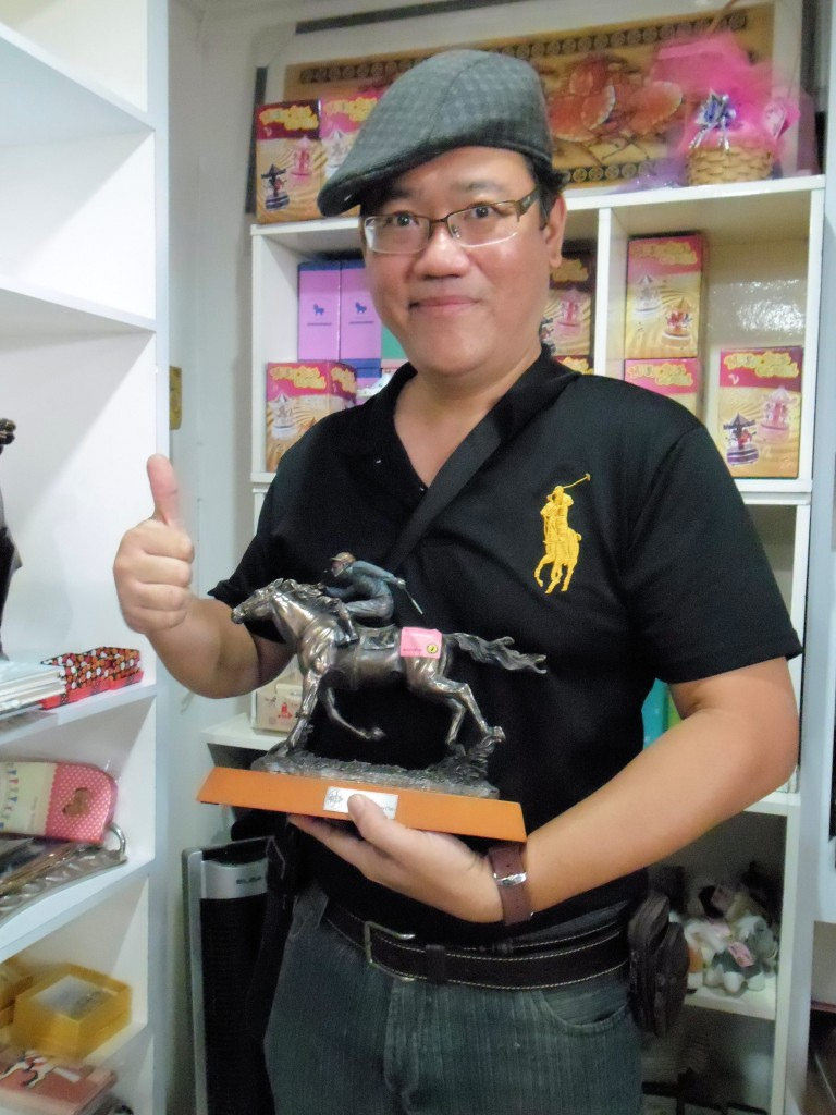 I shop at the equine pro shops at the International Horse Show. Surprising I found an interesting horseracing sculpture imported from Hong Kong Jockey Club.  I have bought this rare and only one piece in Malaysia according to what the shop manager told me.