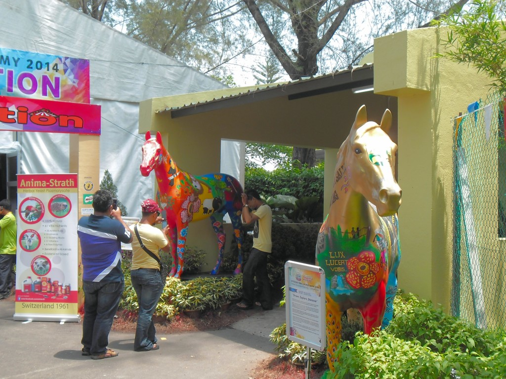 Look! What an artistic horse sculpture. These huge and colorful horse sculptures are the creation by the young talents who have participated in the Horse Sculpture Painting Competition.